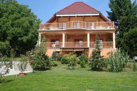 Orsolya Vendégház - Balatongyörök