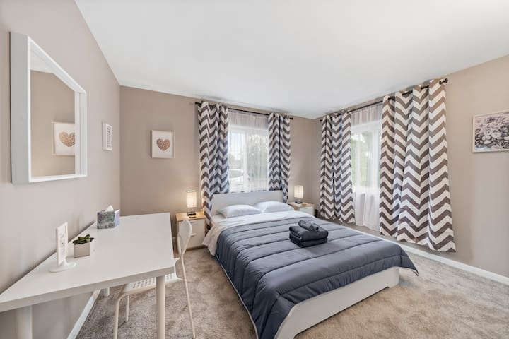 ♥ Stylish Private Room ♥ Close to Columbus Airport