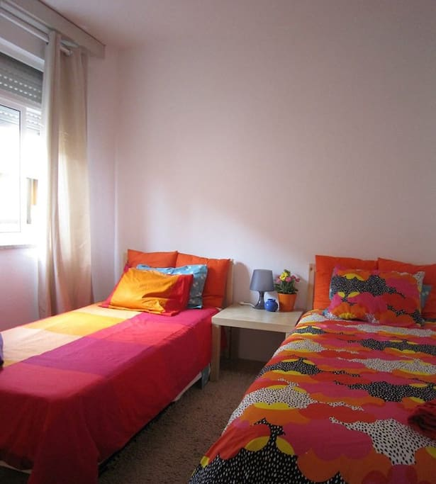 Bedroom with 2 single beds - House 2 Bedroom and Balcony