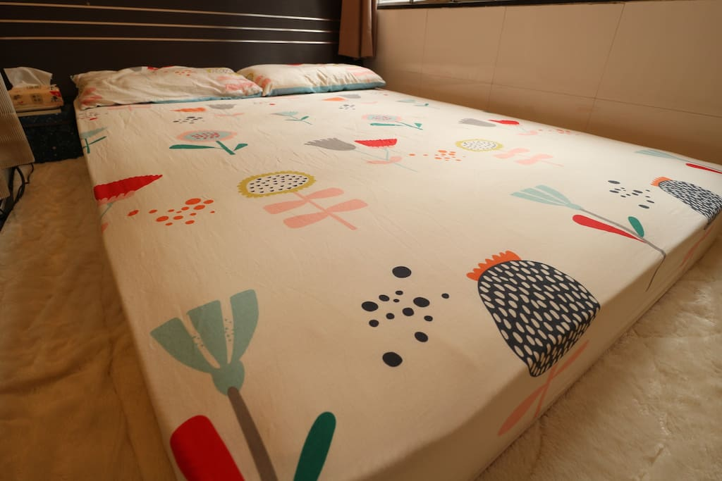 "54"" * 75"", huge bed in Hong Kong, larger than those in most hotels"
