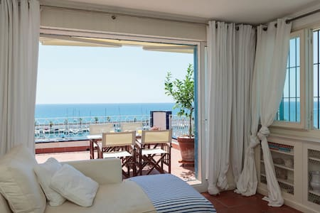 Sunny beach house with sea views - Sitges - Casa