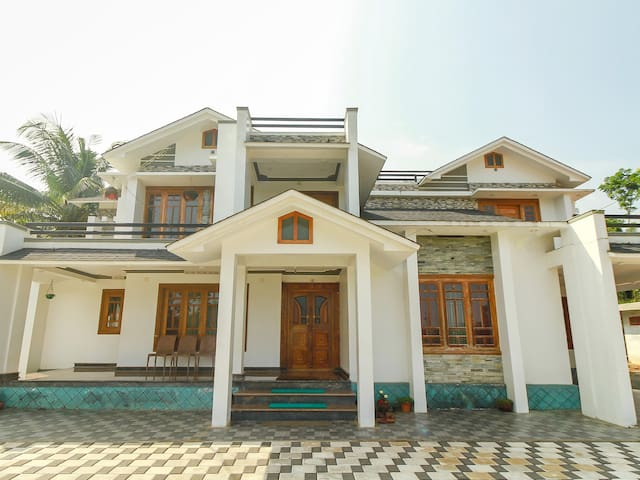 OYO - Premium 1BR Abode in Wayanad - Lowest Priced!