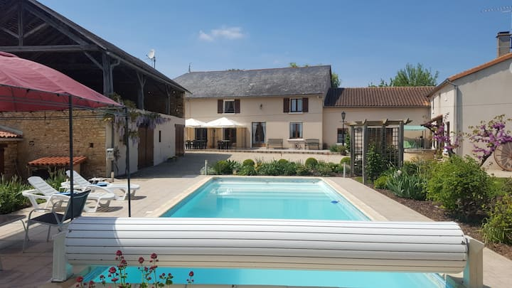 Spacious 5-bedroom gite with private heated pool