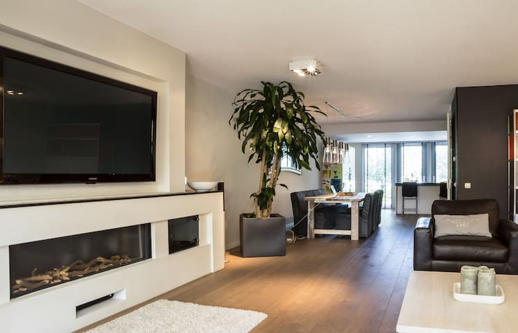 Exclusive family home with Netflix! - Amstelveen - House