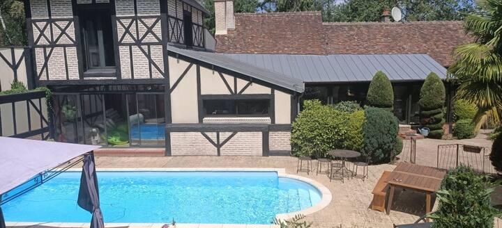 Belle maison 6 à 14 pers avec piscine  10 au 22/08
