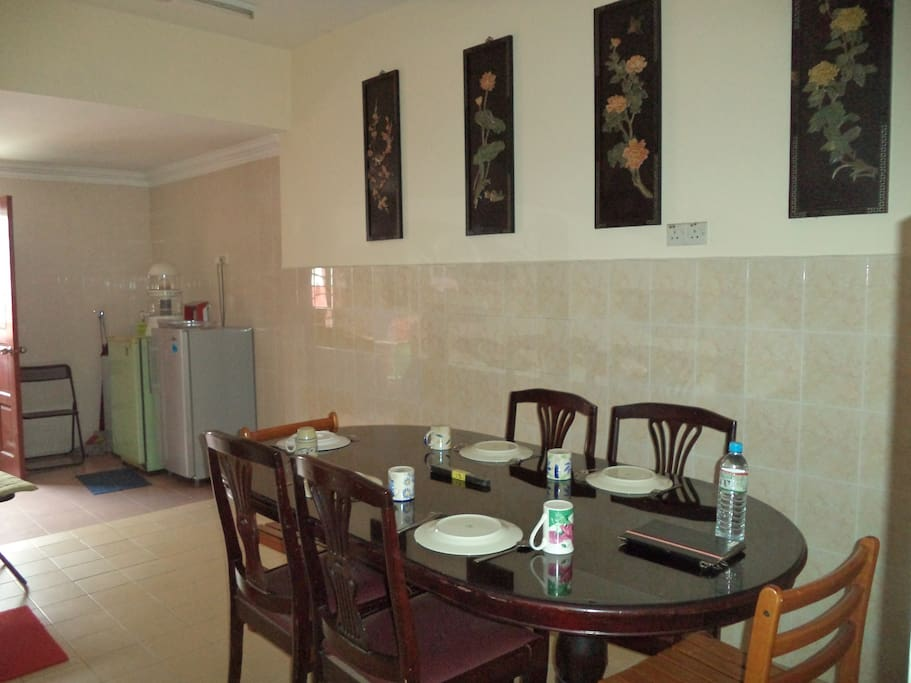 The dining room is equipped with a dinning table for 6 adults. Spacious and comfortable.
