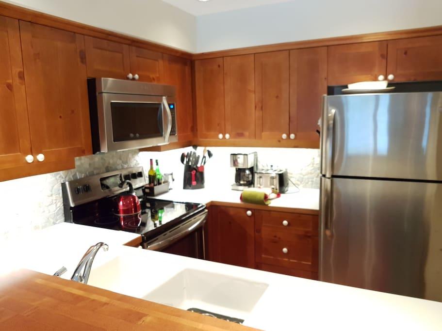 Full Kitchen, all new appliances