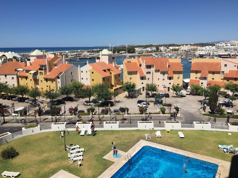 In the centre of Vilamoura with the Marina on our feat.