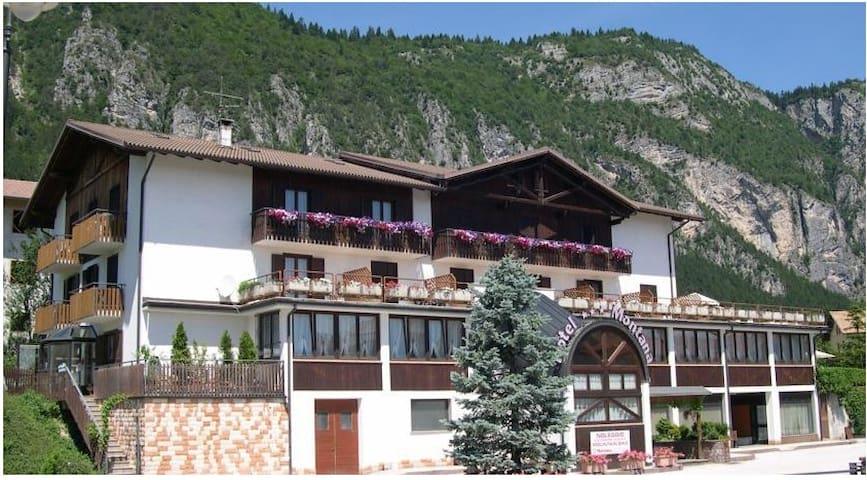 Splendido Hotel immerso nel verde - Fai della Paganella - Bed & Breakfast