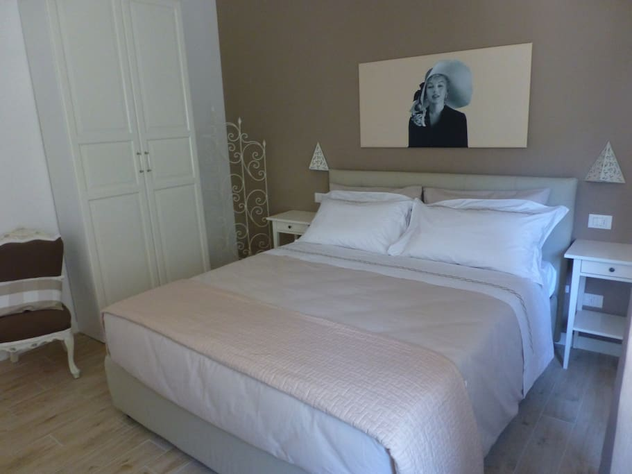 Marilyn Monroe ZImmer. Spacious and cozy