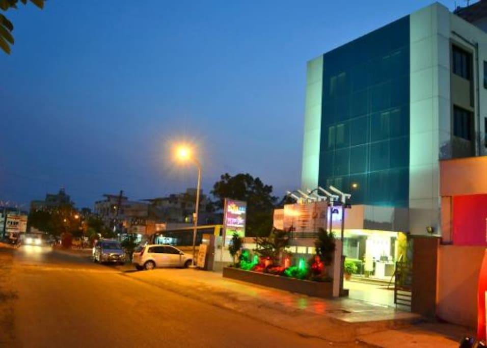 Hotel Flora Inn-Airport-Exterior