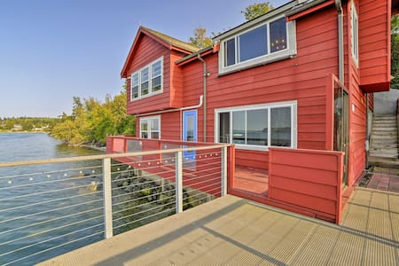 Waterfront Coupeville Home on Penn Cove w/ Deck!