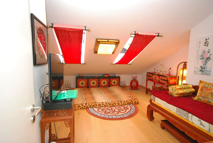 Romantic chinese room private WC & Free parkinglot - Ottobrunn - Casa