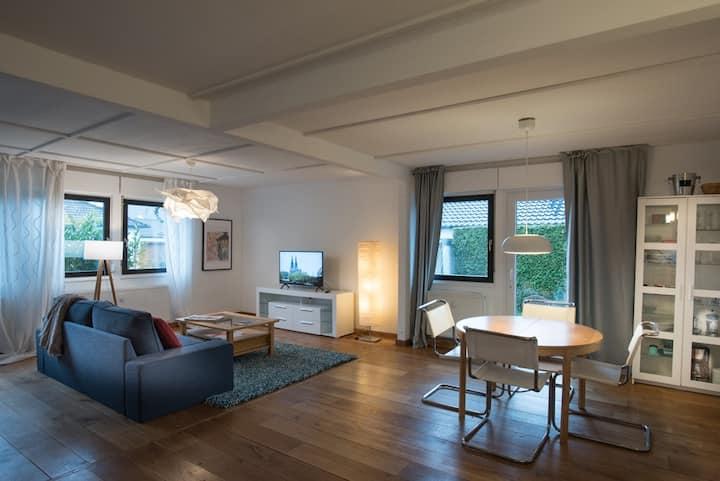 Große Wohnung (Haushälfte) im Grünen