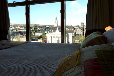CORK CITY CENTRE ONE BED APT
