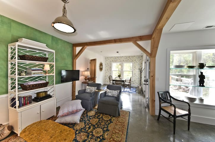 Modern, Green Country Farmhouse - Fletcher - Rumah