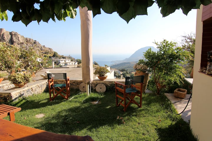 Spacious apartment with panoramic view and garden.