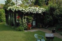Very pretty garden house.