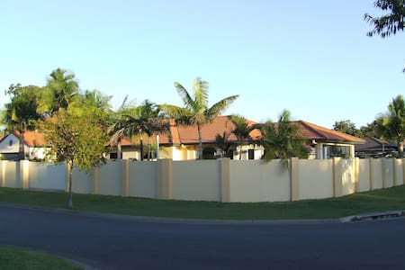 Room type: Entire home/apt Property type: House Accommodates: 6 Bedrooms: 3 Bathrooms: 2
