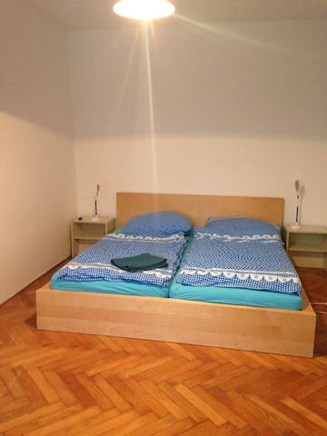 III. SUNNY ROOM  IN MAGICAL PRAGUE  FOR 3 PEOPLE