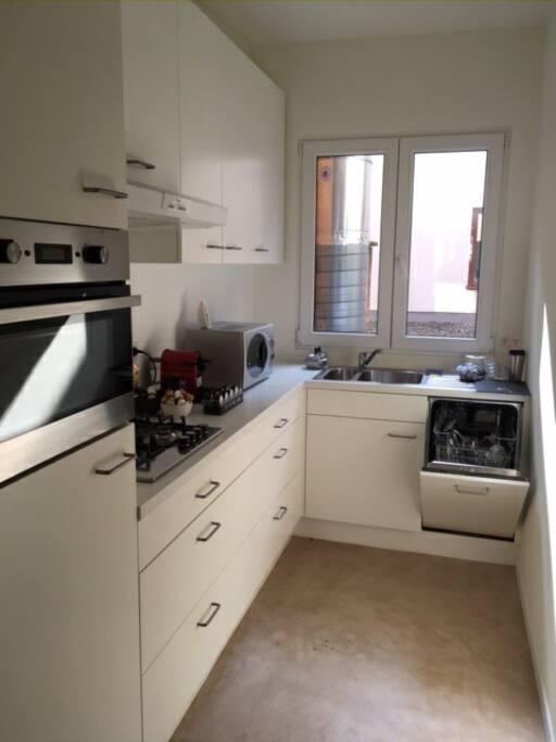 Kitchen complete & also dishwasher