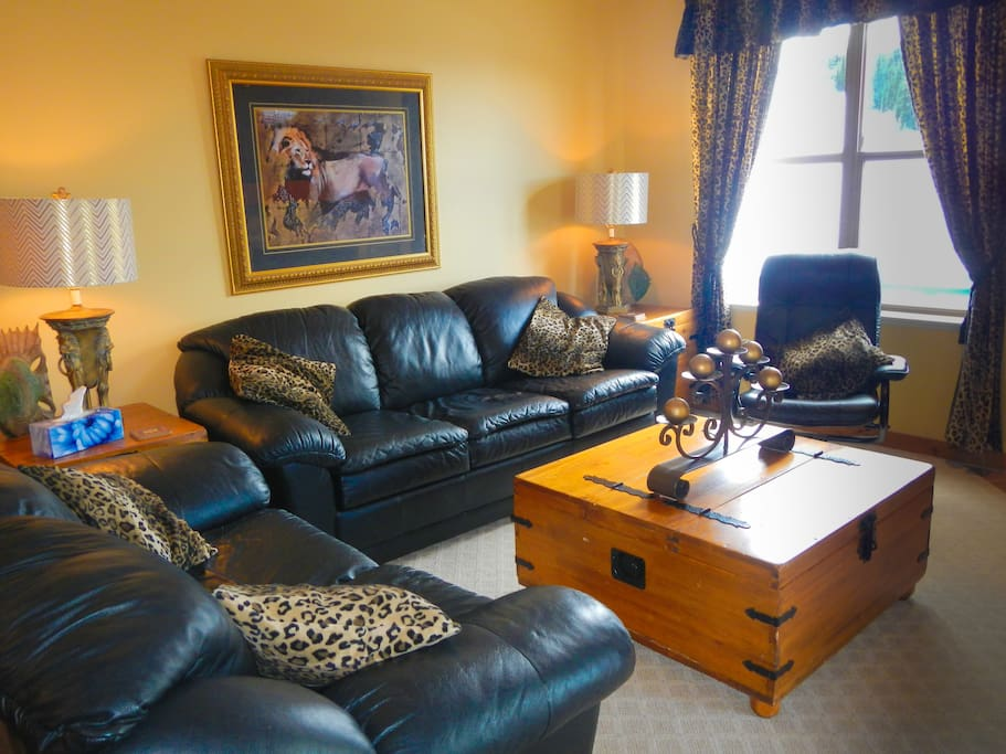 Black Leather Couches in the Tastefully Decorated Living Room