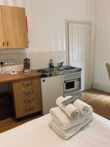 Double room with kitchenette and shower