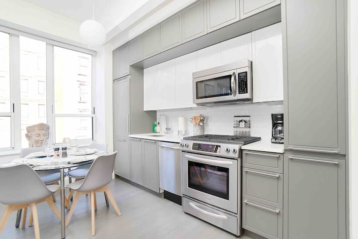 Luxurious Hell's Kitchen!! Exclusive NYC!
