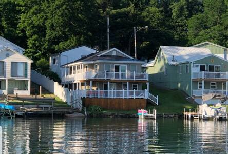 Lovely 3BR summer/winter lake house