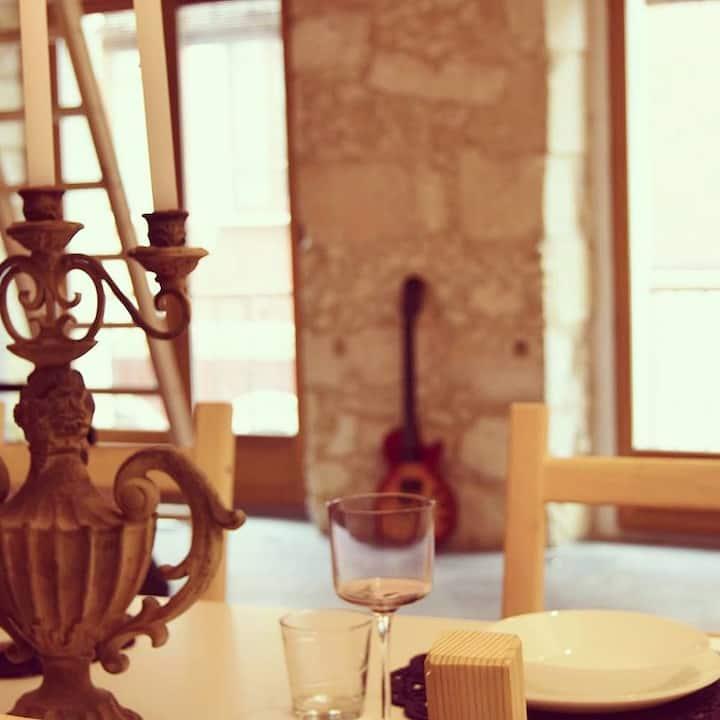 Stylish and modern studio in Cagliari's center.