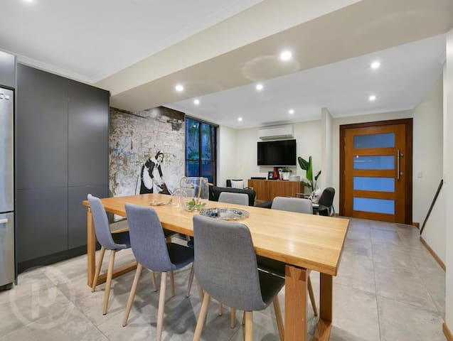 Private Family Retreat on Mount Coot-tha