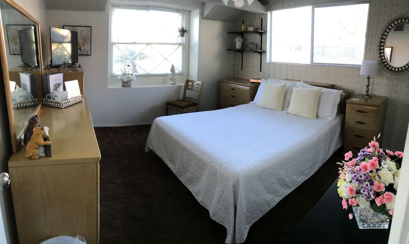 Cozy Room & Bath. Wi-Fi, near CSUF/Disney.