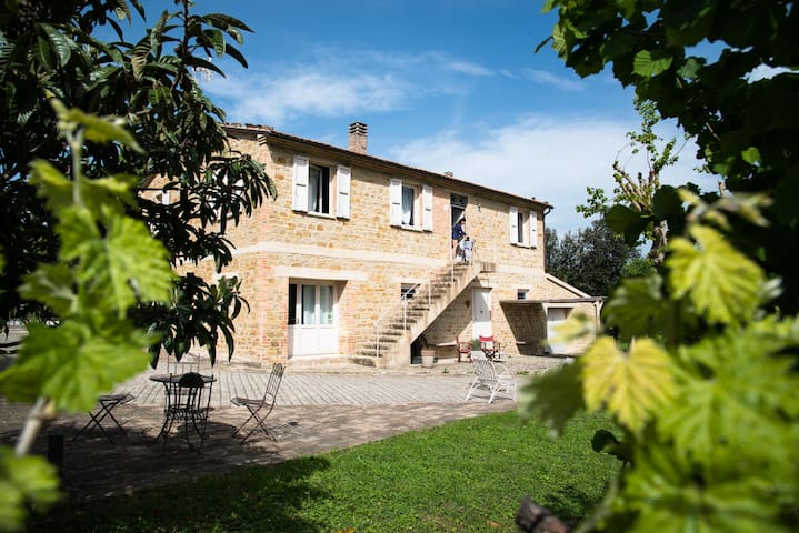 Stylishly furnished Villa in the Center of Italy
