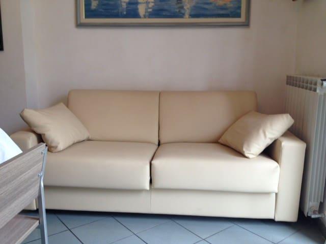 Living room: divano letto matrimoniale