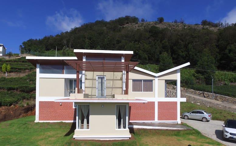 Royal Luxuria - Home Stay villa @ Finch Eco resort