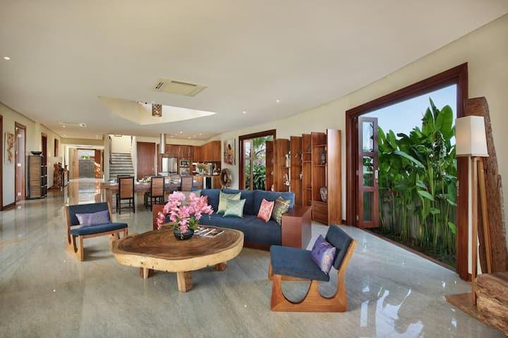 GWK View - 5 Bedroom Villa In Jimbaran