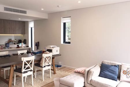 Double bedroom with bathroom n balcony in Rosebery - Rosebery