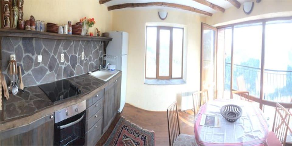 Restored house with amazing views - Smolyan - Ev