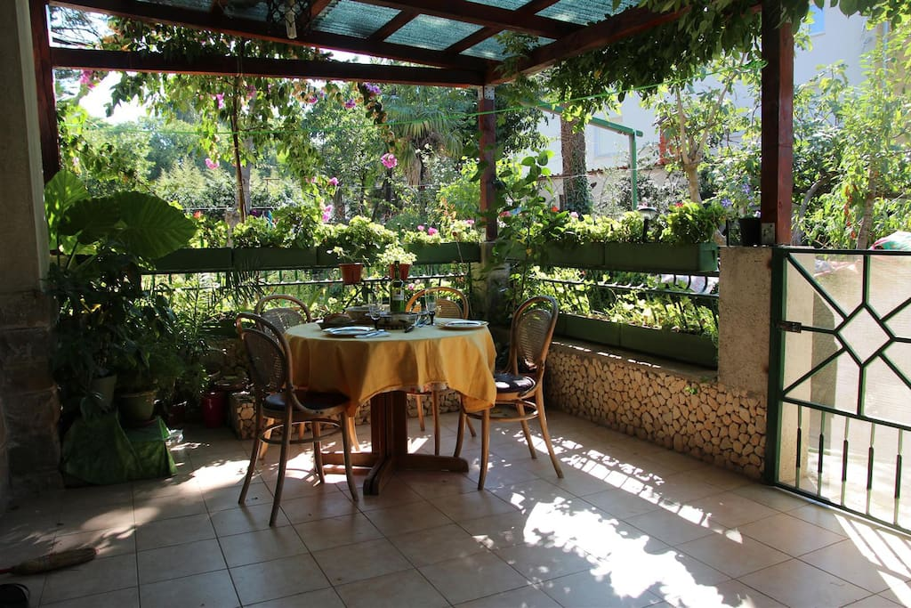 Our terrace is in a flowery shadow, you could spend a whole day here :-)