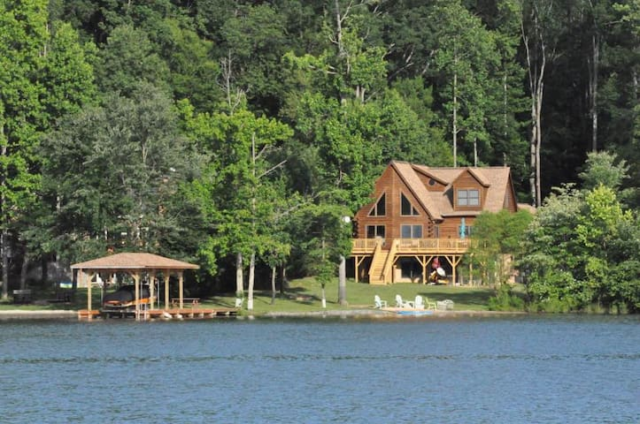Heron's Cove-Lake Front Log Home w/Private Beach