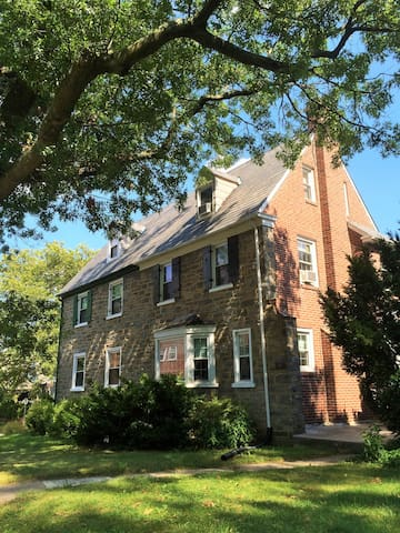 Colonial -1.5 mile from Pope's pad - Merion Station - Maison