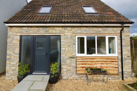 Funky little house near Glastonbury - West Pennard - Hus