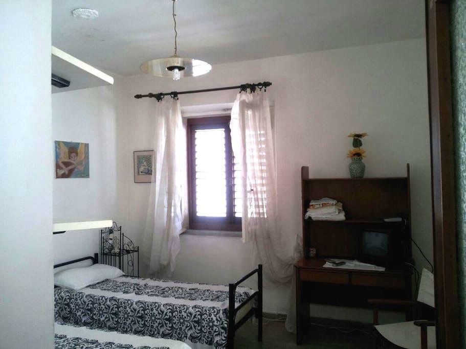 stanza con appartamento autonomo.