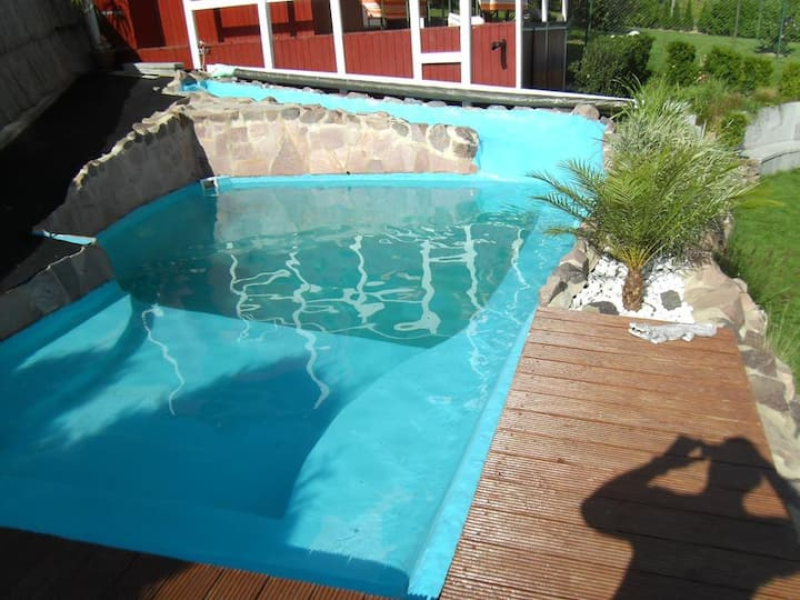 Wohlfühl-Oase mit Pool, Fitnessraum und Solarium