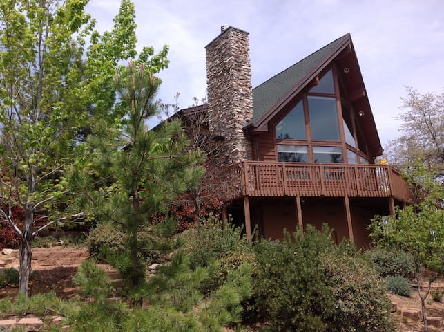 Beautiful, secluded cedar home in the Pines