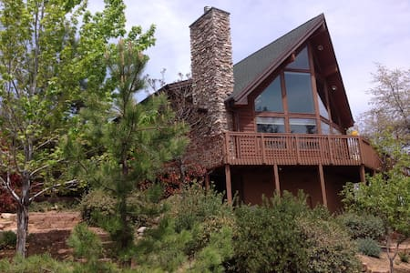 Beautiful, secluded cedar home in the Pines - Prescott - House