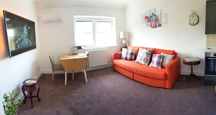 1 bed cute Apt Excel / O2 / City airport sleeps 4