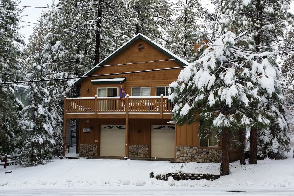 Luxury cabin fun game room cabins for rent in big for Cabins for rent in big bear lake ca