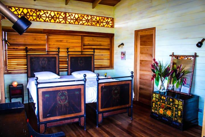 Gorgeous, cosy, double bedroom - Montezuma - Bed & Breakfast