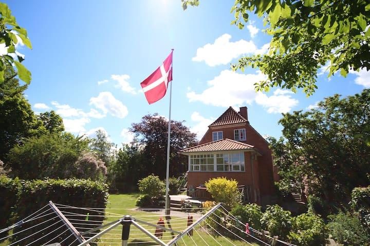 Værelse - i by - tæt på skov og sø - Silkeborg - Penzion (B&B)